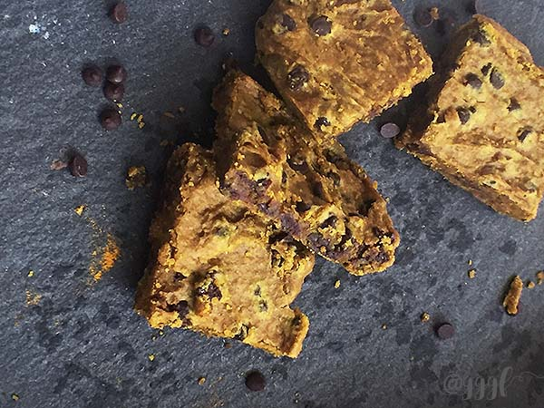 healthy & delicious gluten free turmeric spice blondies that are vegan, nut-free, soy-free and refined sugar free - recipe by julie Rosenthal at Goodie Goodie Gluten Free
