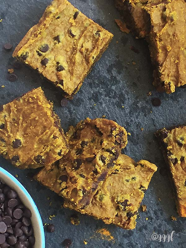 healthy & delicious gluten free turmeric spice blondies that are vegan, nut-free, soy-free and refined sugar free - recipe by julie at Goodie Goodie Gluten Free