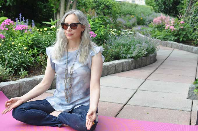 Certified Health Coach Julie Rosenthal teaches us how to change our mood instantly.
