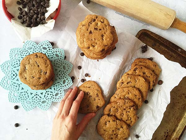 chewy crispy gluten free chocolate chunk cookies